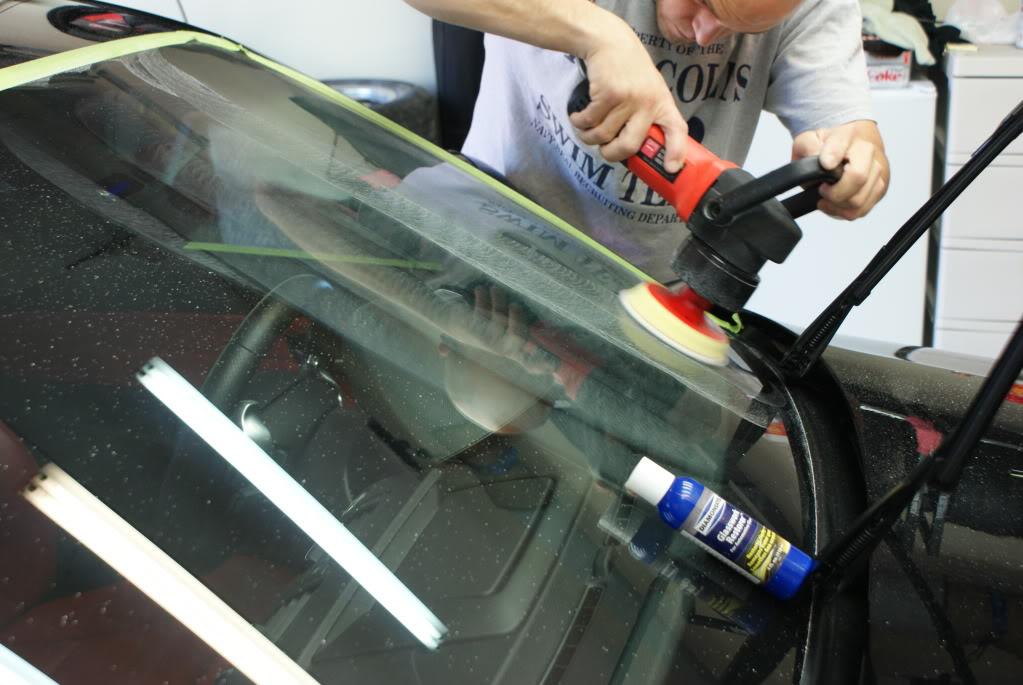 Как самому отполировать лобовое стекло автомобиля